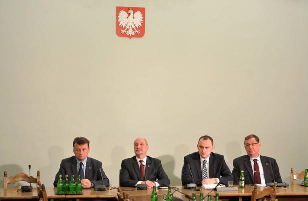 Na zdjęciu: Antoni Macierewicz, Mariusz Błaszczak, Adam Kwiatkowski oraz Jacek Ronda
