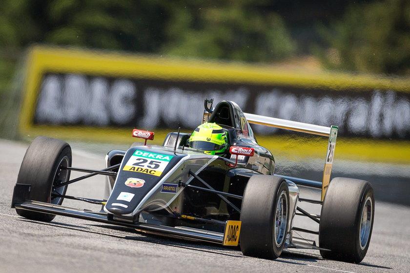 16-letni syn Schumachera miał wypadek! Jest w szpitalu