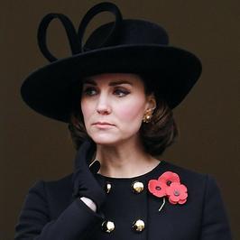 Księżna Kate Middleton w czerni na uroczystościach. Ciężarna żona księcia Williama wygląda zjawiskowo!