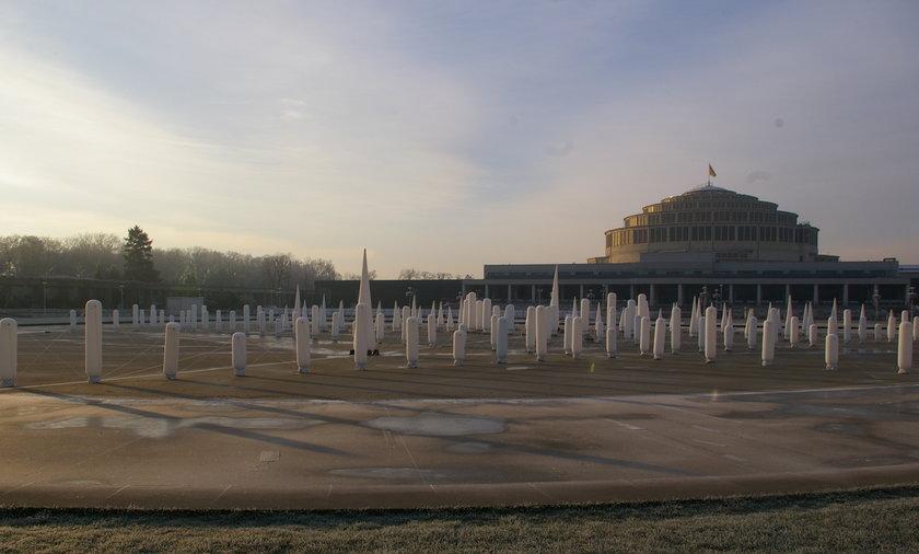 Zimowa fontanna przy Hali Stulecia