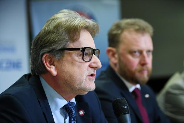 Minister zdrowia Łukasz Szumowski oraz Główny Inspektor Sanitarny dr Jarosław Pinkas podczas briefingu prasowego w siedzibie Głównego Inspektoratu Sanitarnego w Warszawie.