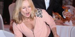 Znana aktorka błysnęła biustem na imprezie
