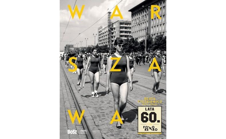 """okładka albumu """"Warszawa lata 60."""" do którego wstęp napisała Beata Tyszkiewicz"""