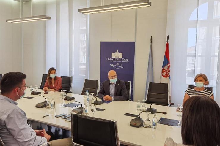 Vučević sa predstavnicima tržnih centara u Novom Sadu