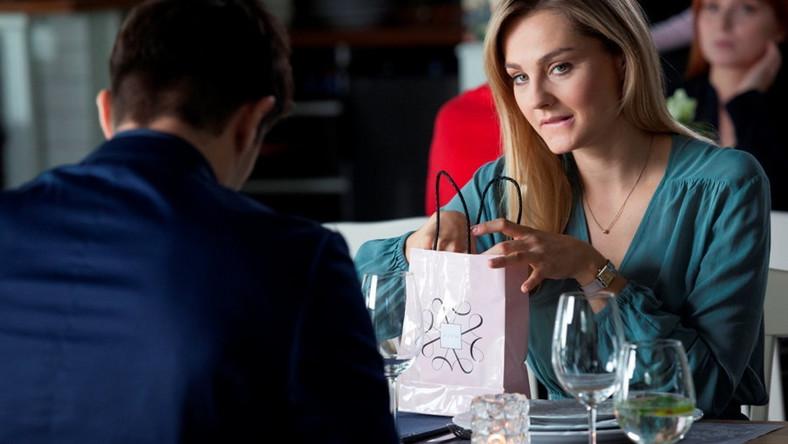 asystenci randkowi z kim spotyka się Ashley Benson w maju 2014 r