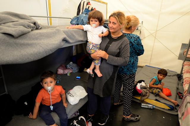 Migranti u prihvtnom centru kod Šida