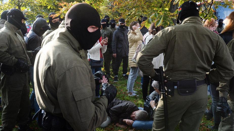 Zamaskowani funkcjonariusze białoruskich służb na niedzielnych demonstracjach