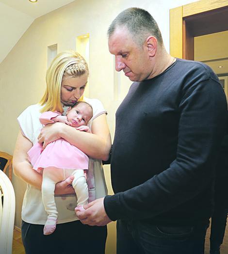 Valentina i Dušan Puzović sa svojom mezimicom