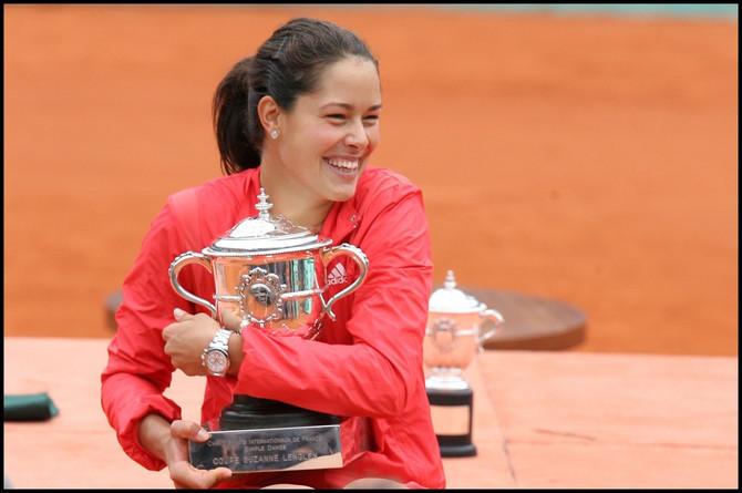 Ana i trofej Rolan Garosa