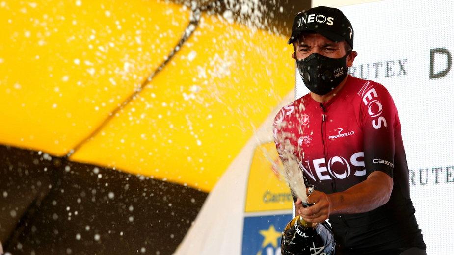 Richard Carapaz fetujący zwycięstwo w trzecim etapie