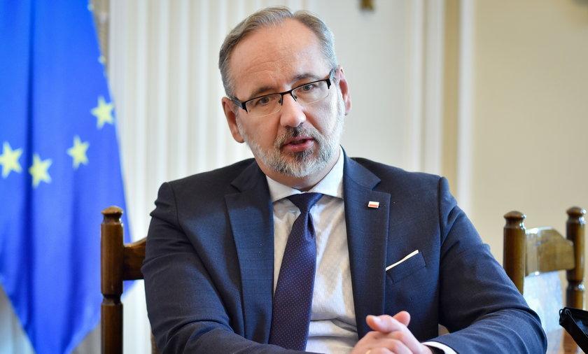 Minister Adam Niedzielski nie wykluczył, że osoby mniej odporne dostaną kiedyś trzecią dawkę szczepionki.