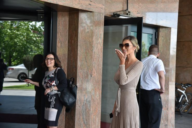 MLADA STIGLA U HOTEL Dragana Džajić BLISTA pred venčanje