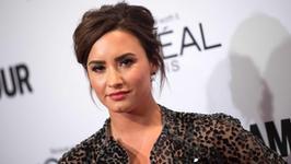 """Demi Lovato śpiewa """"Cichą noc"""""""