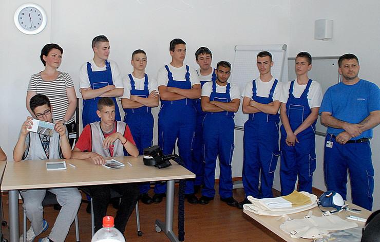 625972_srednjoskolci-u-simensu100615rasfoto-biljana-vuckovic-004