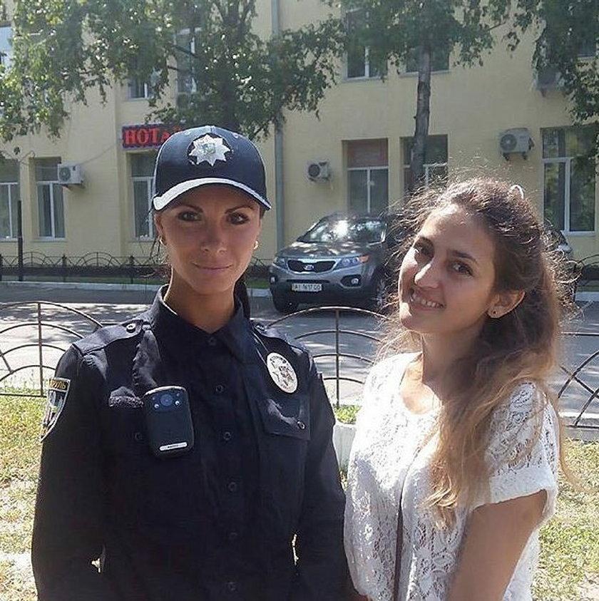 Mieszkańce Kijowa chętnie robią sobie zdjęcia z funkcjonariuszami