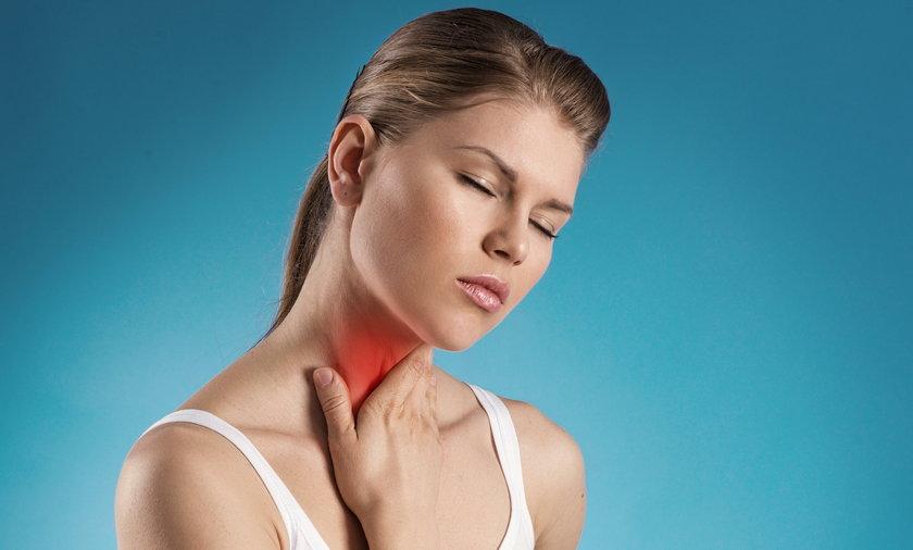 Jeśli chrypka trwa dłużej niż dwa tygodnie i nie ma związku z infekcją, konieczna jest wizyta u laryngologa
