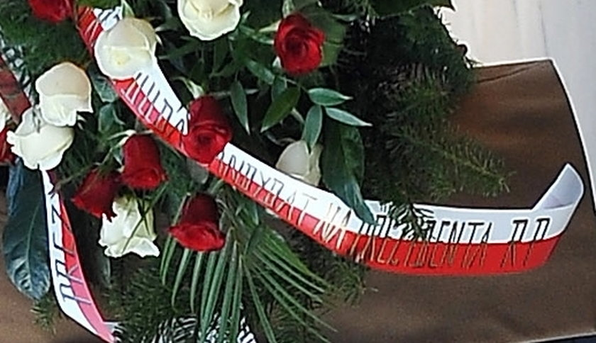Nieelegancki gest Dudy na grobie Kaczyńskich