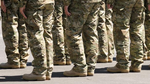 Eksperci podkreślają jednak, że wojsko musi cały czas stawiać na rezerwistów.