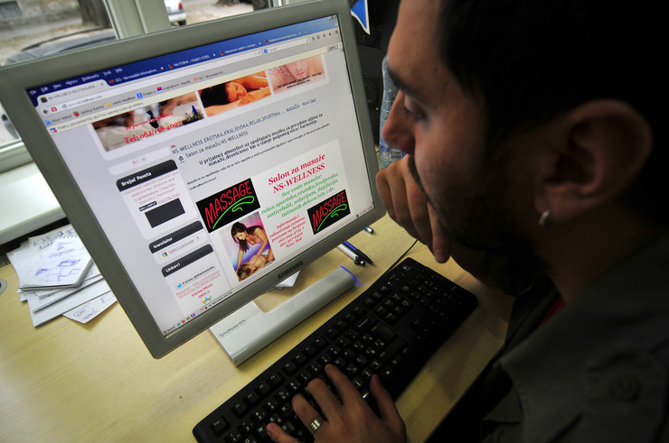 476721_novi-sad-107-internet-sajt-reklama-za-erotsku-masazu-ns-welnes-foto-robert-getel