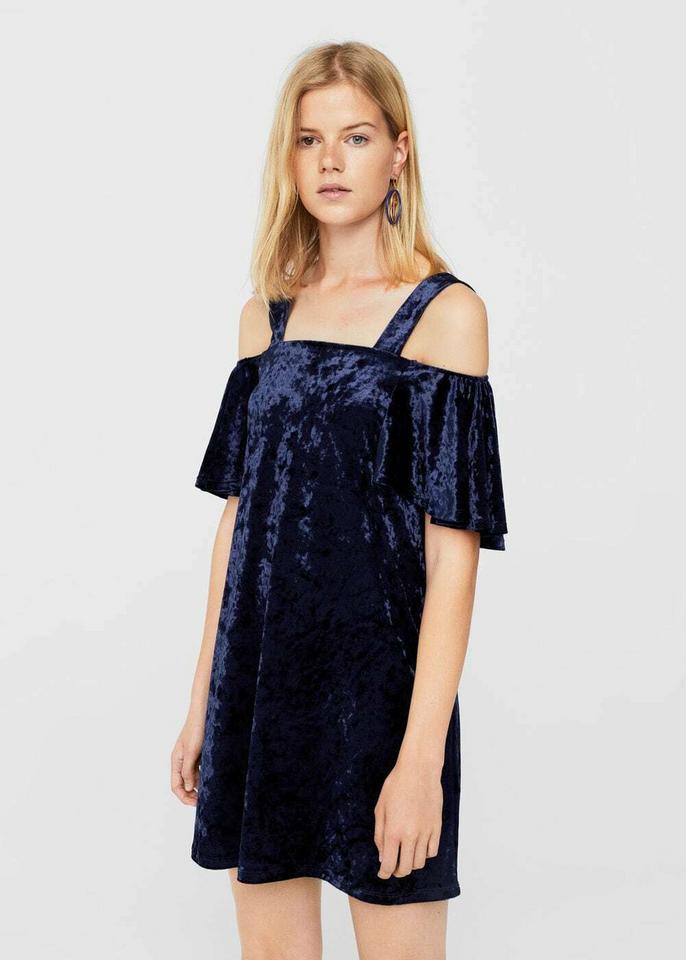 Sukienka z aksamitu z wycięciami na ramionach