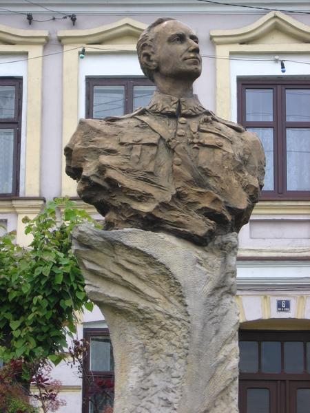 Pomnik kpt. Skarżyńskiego w Warcie