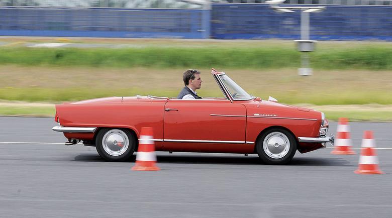 NSU zastosowało silnik Wankla  i zdecydowało się  na karoserię we włoskim stylu.