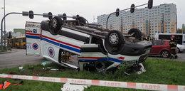 Groźny wypadek karetki w Łodzi
