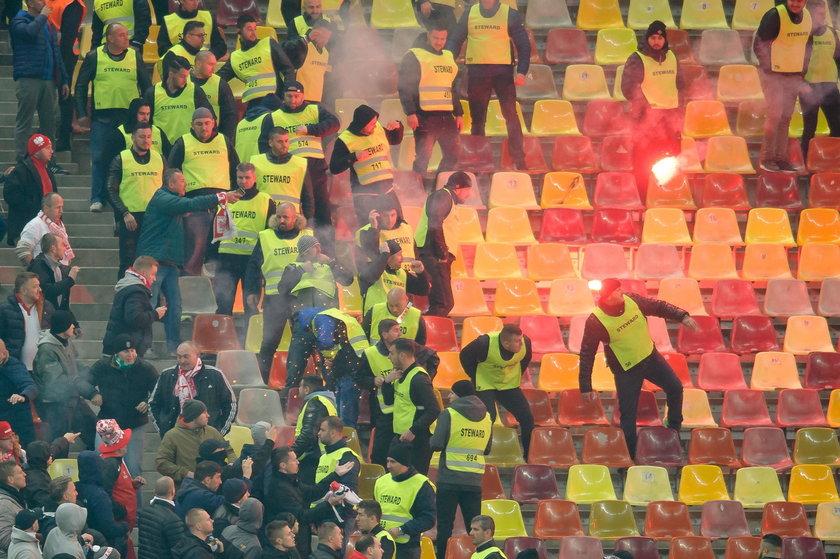 Pseudokibice bili się podczas meczu Polaków z Rumunią