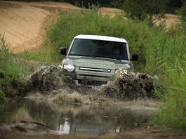 Land Rover Defender 110 – szybki na asfalcie, nadal mocny w terenie