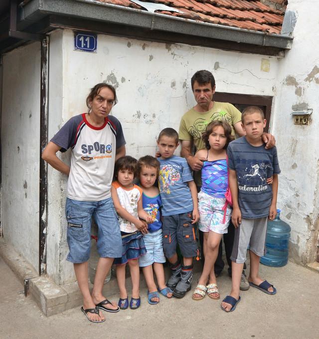 Ponosni roditelji: Marijola i Dragiša sa decom