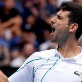 KAKAV MEČ! Novak Đoković uz MAGIJU NA TERENU nastavio put ka odbrani titule u Melburnu! /VIDEO/