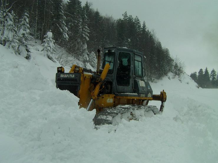 582941_sjenica01-na-putevima-metar-snega-a-ima-i-smetova-od-tri--metra-foto-n.-koccovich