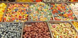 Popularne słodycze skażone włosami i skórą!