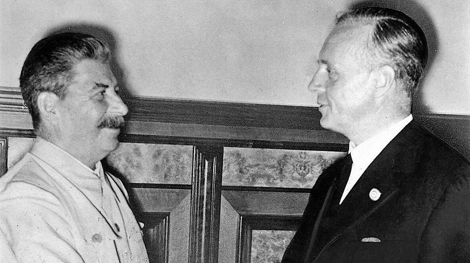 Spotkanie Józefa Stalina z Joachimem von Ribbentropem w Moskwie 23 sierpnia 1939 roku (Bundesarchiv Bild 183-H27337, CC BY-SA 3.0)