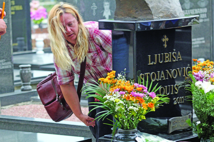 CVEĆE Na muževljevom grobu: Silvana Stojanović