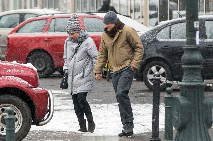 Mateusz Damięcki na spacerze z Pauliną Andrzejewską