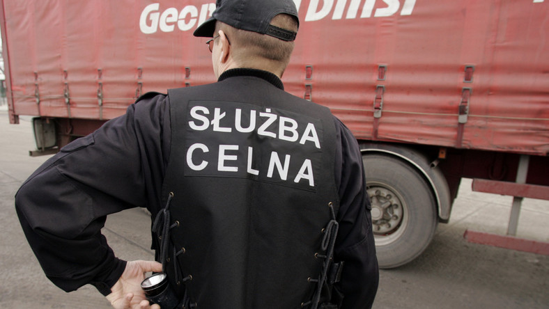 Celnicy: ministerstwo pomaga mafii