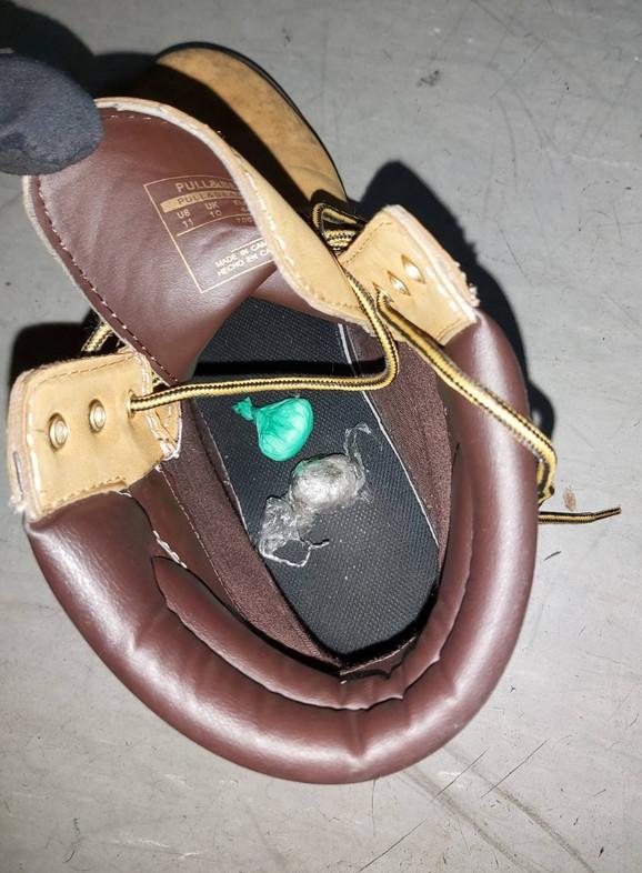 Droga ispod uloša u cipeli