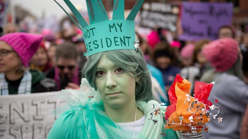 Organizatorzy Marszu Kobiet spodziewali się 200-250 tys. uczestników, jednak władze amerykańskiej stolicy podały, że liczba manifestantów może być nawet dwukrotnie wyższa. Aby zamanifestować swój sprzeciw wobec planowanej polityki Trumpa do Waszyngtonu przyjechali specjalnymi autobusami m.in. mieszkańcy Nowego Jorku, Chicago, Filadelfii i Bostonu.