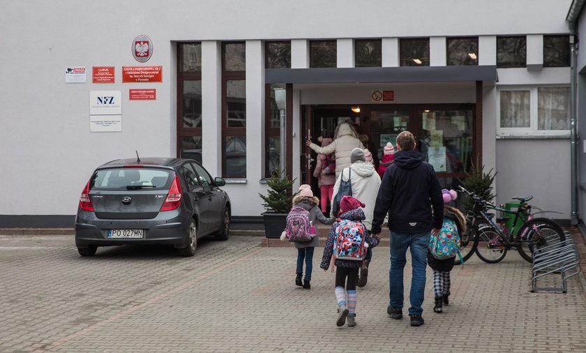 Będzie zakaz podjeżdżania pod szkoły?