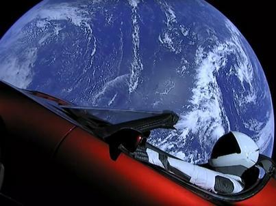 Tesla Roadster z manekinem w samochodzie znajduje się obecnie ponad 3,6 mln km od Ziemi