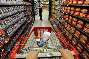 KUTIJA KEKSA 400 DINARA Izvoz na Kosovo 500 MILIONA EVRA: Udar na 2.662 srpska preduzeća posle podizanja carine na 100 odsto