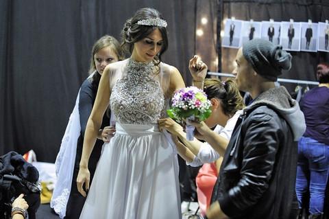 SAMO NOSI VENČANICU Neću da se udajem!
