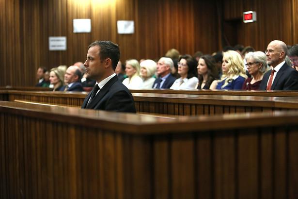 Oscar Pistorius w sądzie w Pretorii w RPA. Fot. EPA/ALON SKUY/PAP