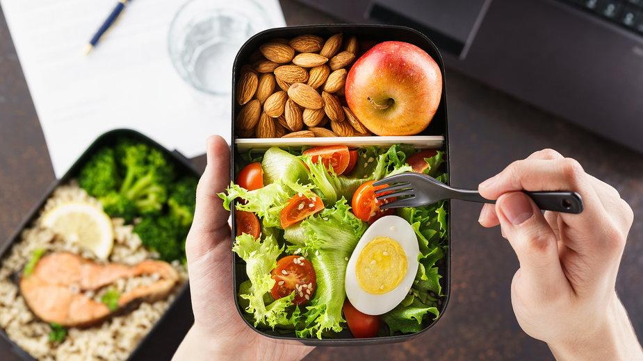 Praca na 3 zmiany? Jak poradzić sobie z dietą?