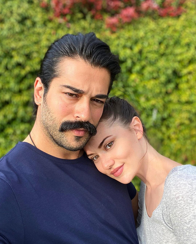 Burak Ozcivit sa suprugom Fahrije Evcen