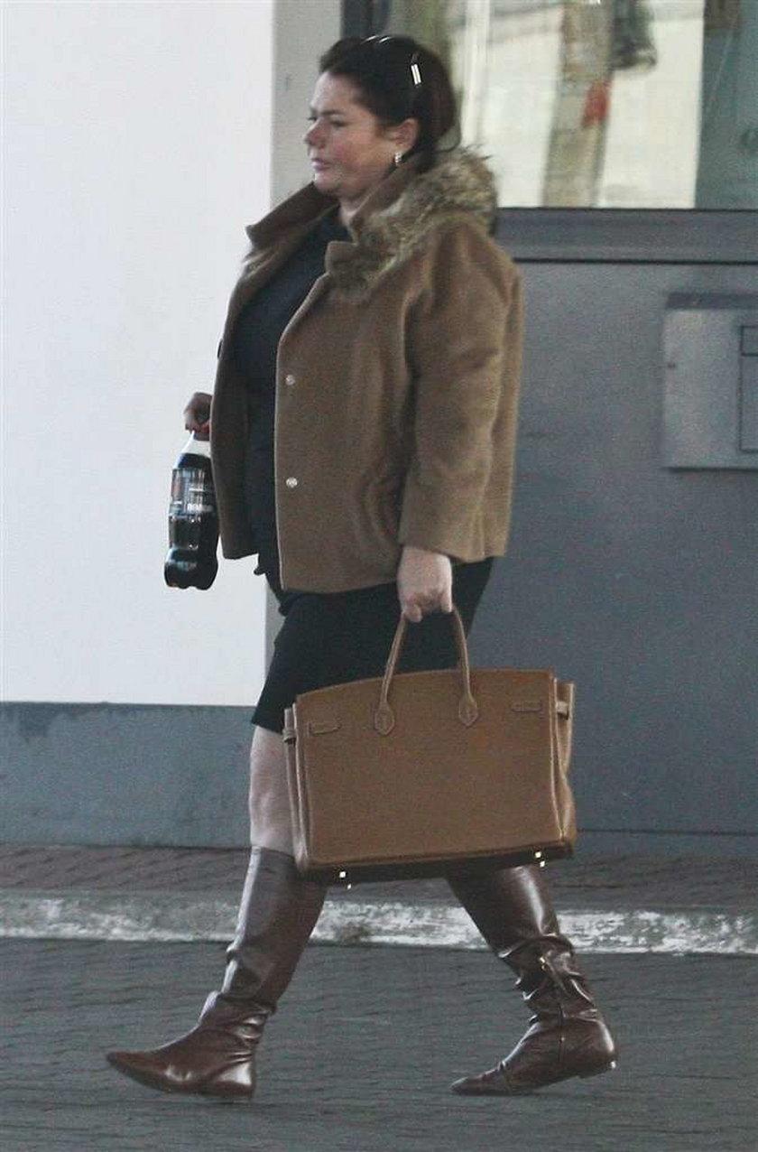 Kasia Niezgoda bierze jedzonko na wynos. FOTO