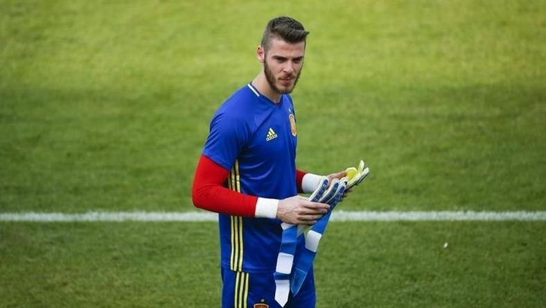 Football Soccer - Euro 2016 - Spain Training Session - Complexe Sportif Marcel Gaillard, Saint Martin de Re, France - 9/6/16 - Spain's goalkeeper David de Gea attends training session.
