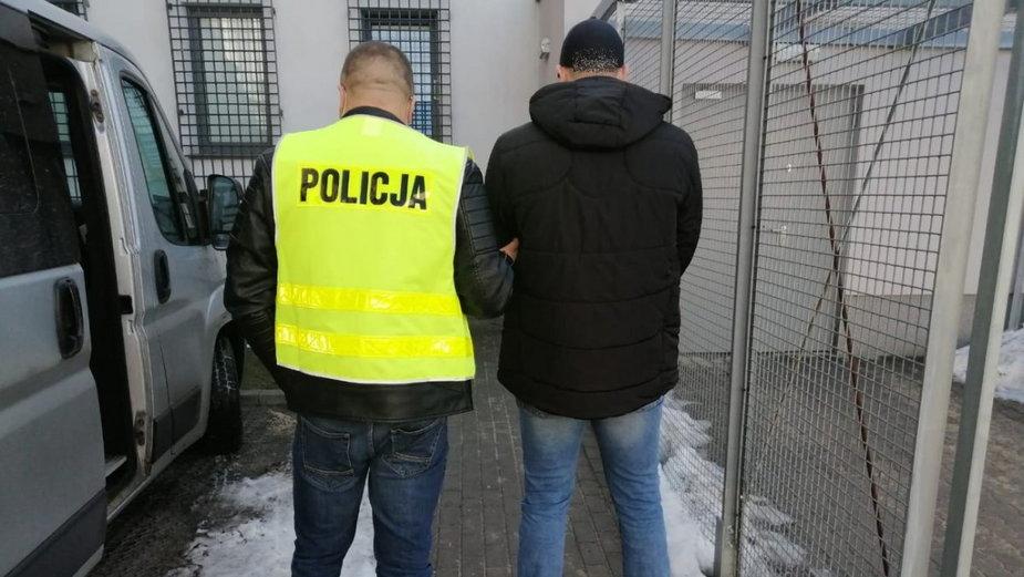 Koluszki: zatrzymano dwóch młodych mężczyzn za propagowanie faszyzmu