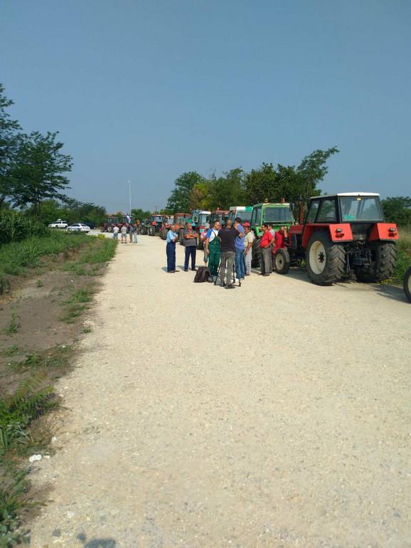 Traktoristi na protestu protiv poskupljenja goriva